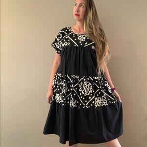 Vintage Appel Midi Dress Black and White